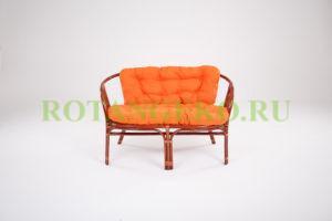 Диван Альберто, ротанг - коньяк, подушки - оранжевые
