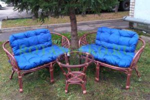 Комплект-Джакарта-ротанг-коньяк-подушки-синие