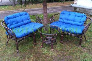 Комплект-Джакарта-ротанг-молочный-шоколад-подушки-синие