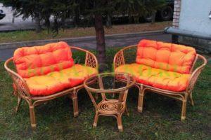 Комплект-Джакарта-ротанг-орех-подушки-оранжевые