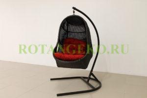 Подвесное кресло, ротанг- молочный шоколад, подушка красная