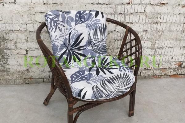 Кресло Бали, ротанг - молочный шоколад, подушки - зимняя сказка