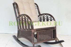 Кресло-качалка Комодо, ротанг молочный шоколад, подушки бежевые
